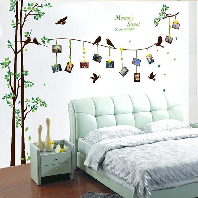 Phòng ngủ với giấy dán tường lãng mạn cho vợ chồng mới cưới