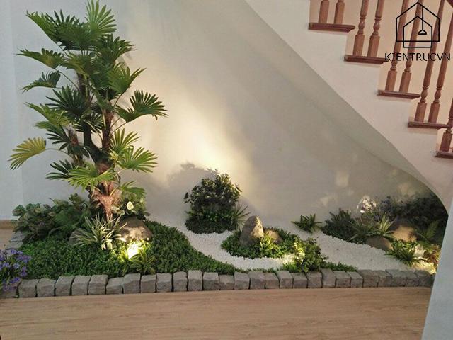 Tận dụng triệt để không gian xanh dưới chân cầu thang