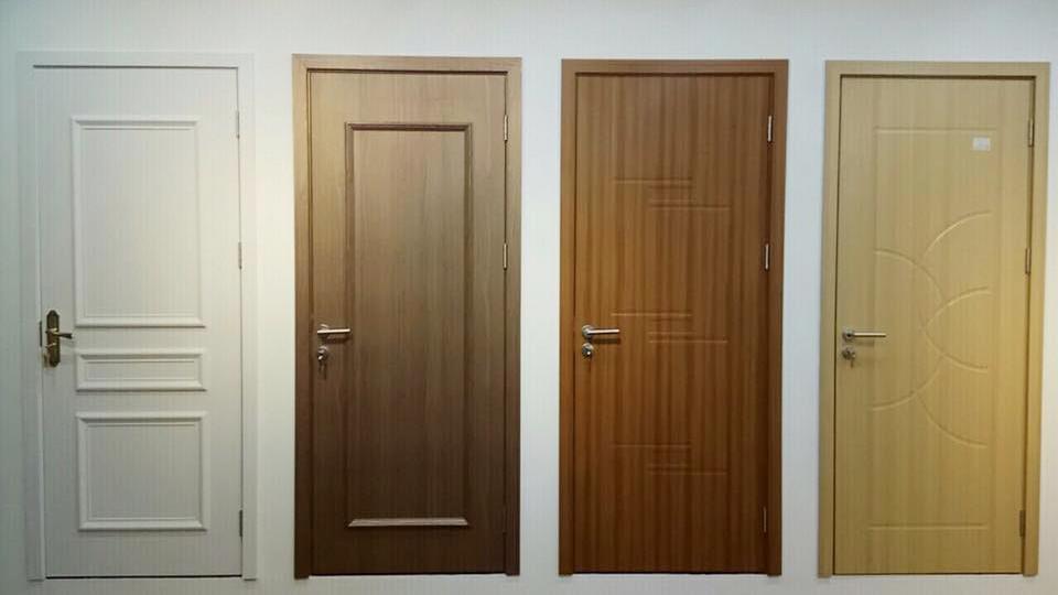 Cửa composite trộn gỗ có độ bền cao và giá thành rẻ hơn gỗ tự nhiên rất nhiều