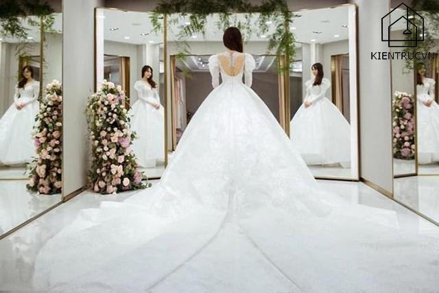 Những tấm gương giúp phô diễn toàn bộ các góc cạnh đẹp của bộ áo cưới